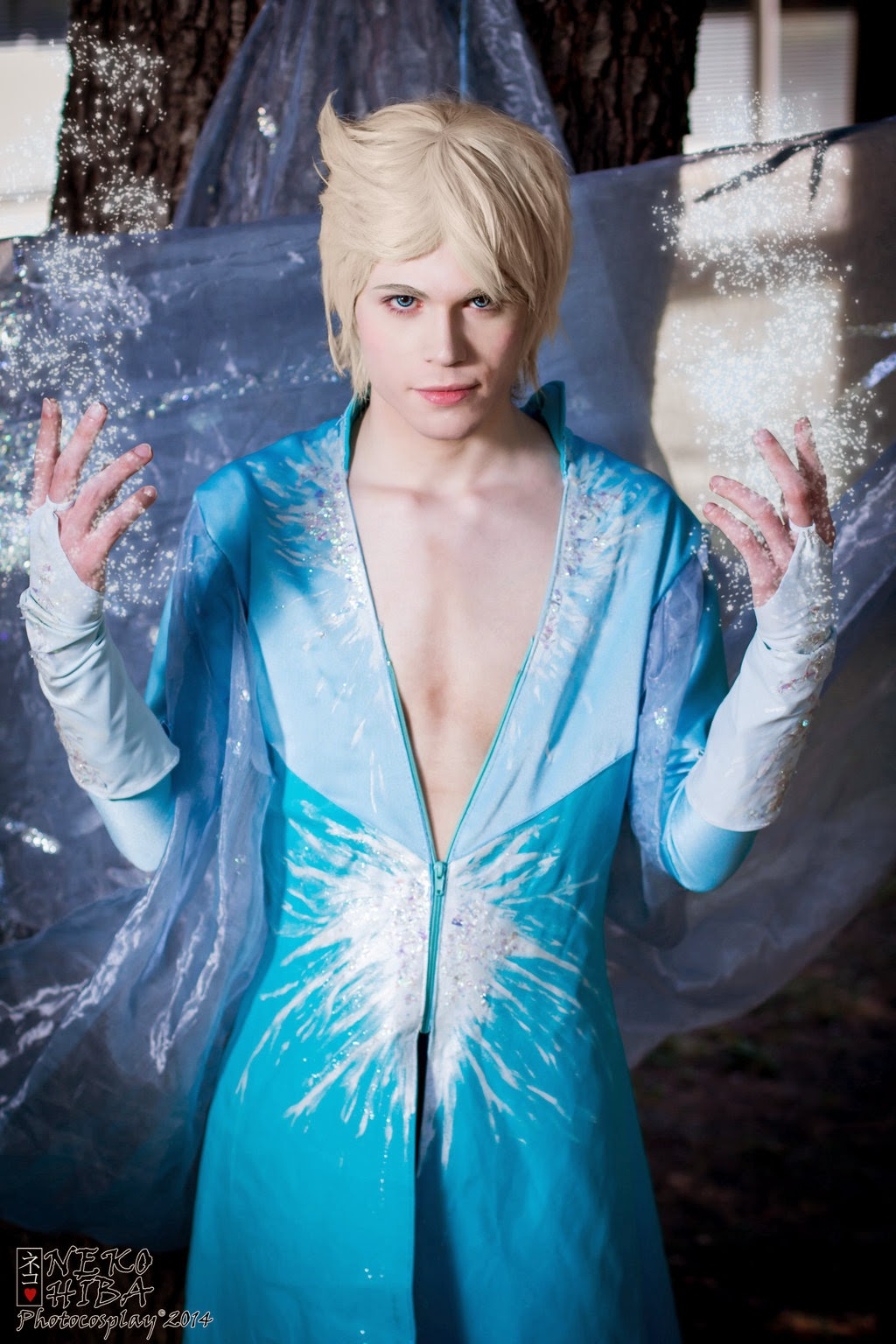 geek with curves: Gender Swapped Frozen Cosplay