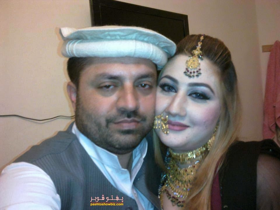 urooj momand with husband new photos