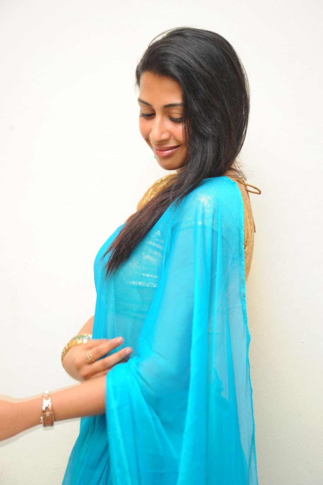 Gayathri+Iyer+Hot+Photoshoot+in+Saree+Gayathri+Iyer+New+Spicy+Stills