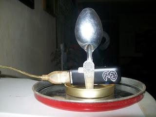 http://www.asalasah.net/2013/03/membuat-antena-sendok-untuk-perkuat.html