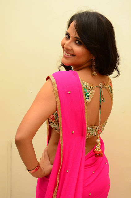 Anchor Anasuya Stills in Pink Saree
