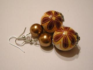 biżuteria z półfabrykatów i decoupage - złoto i lawa (kolczyki)