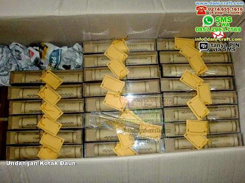Undangan Kotak Daun Daun Cokelat Bandung