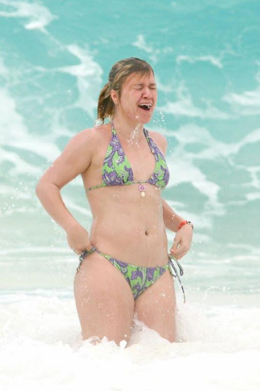 Kelly Clarkson Nude Photos & Videos