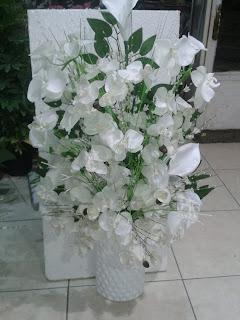beyaz yapay çiçekler