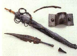 Panoplia di ferro dalla necropoli a Le Crayon di Ecury. III sec. a.C.