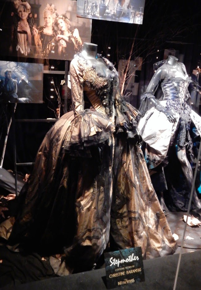 Hollywood movie costumes and props cinderella 39 s for Farcical movies