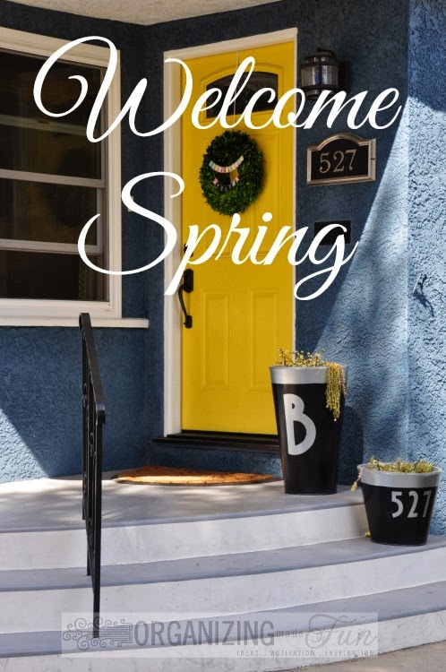 Welcome spring with a fun front door color and a boxwood wreath :: OrganizingMadeFun.com