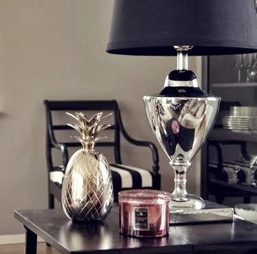 Lampa och ananas