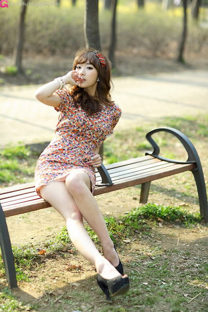 1 Lovely Minah in Colourful Mini Dress-very cute asian girl-girlcute4u.blogspot.com