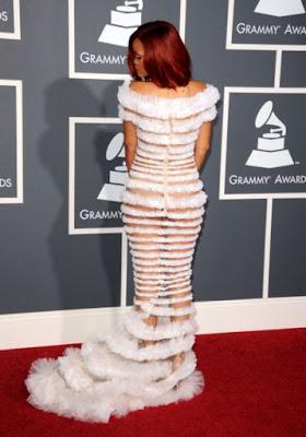 Rihanna Pakai Pakaian Separuh Bogel Atau Jarang - Jarang Bogel ? | Rihanna sexy hot