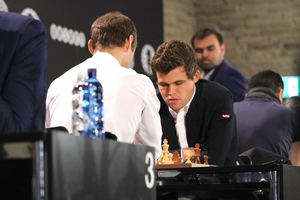Une victoire clé de Magnus Carlsen face au Belarus Sergei Zhigalko lors de la 11e ronde - Photo © site officiel