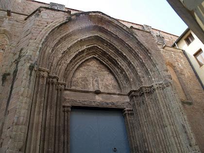 La segona porta de l'església de Sant Miquel de Cardona