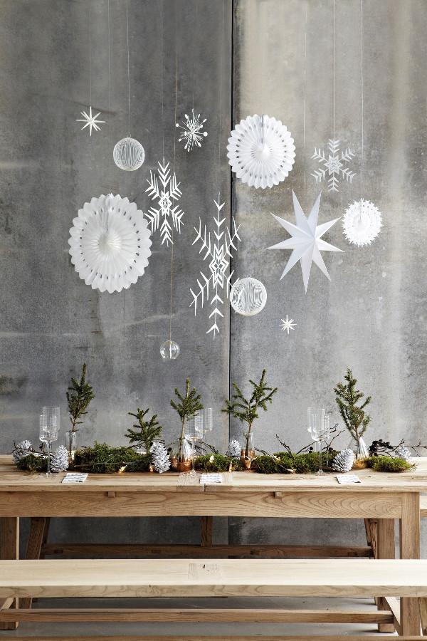 advent, adventsstjärna, adventsstjärnor, stjärna, stjärnor, vitt och svart, svartvitt, svart och vitt, ateljé, arbetsrum, julen 2015, inredning, i fönstret, jul, julens, pappersstjärnor, stjärnor av papper, dekoration, juldekorationer, dekorera till jul, december, julinspiration, julinredning, webbutik, webshop, webbutiker, nettbutikk, granris, grankvistar, grankvist, pappersdekorationer, dukning, juldukning, nettbutikker, annelies design, house doctor, design,