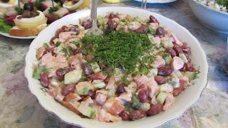 салат с красной фасолью готов