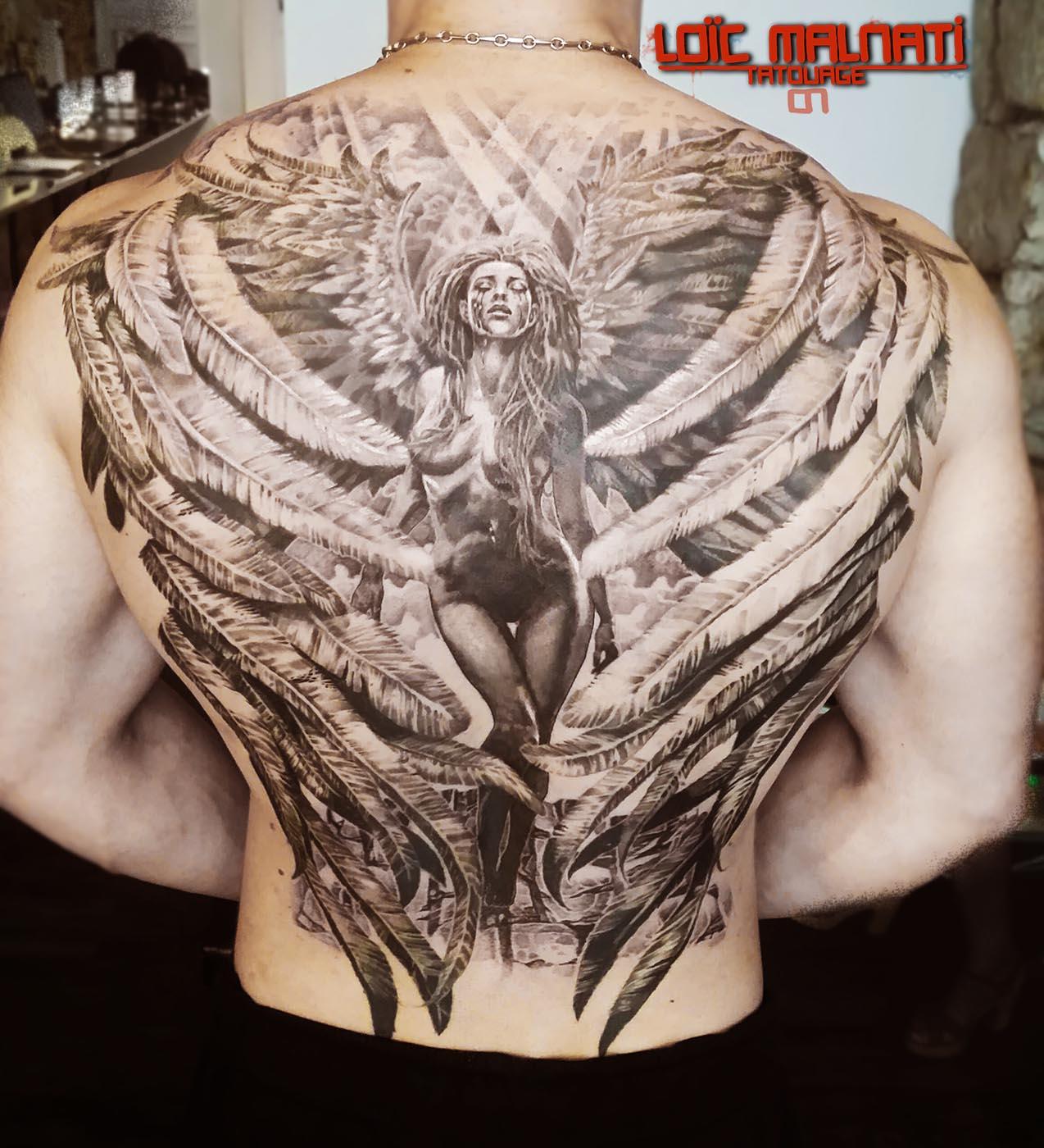 tatouage ange dans le dos - Photo Tatouage ailes d'ange sur le dos d'une femme