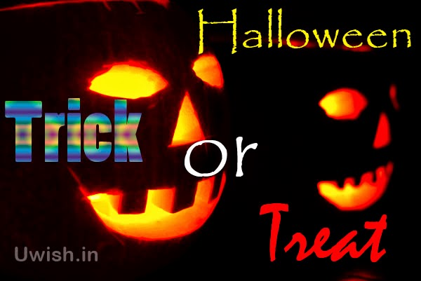 Happy Halloween e greeting cards and wishes, quotes with Trick or treat.