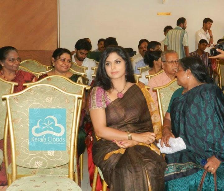 Asha Sarath Hot Saree Photos Mallu Serial Film Actress   Tv Actress