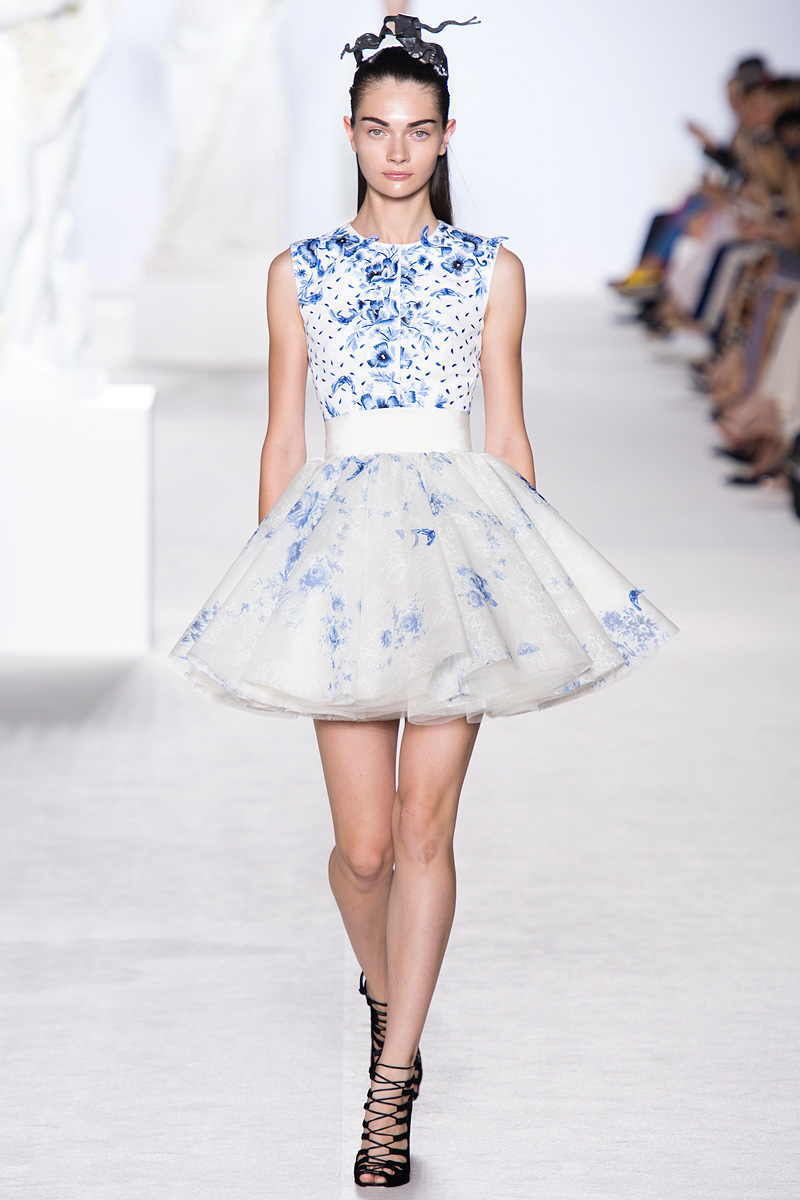 Giambattista, Valli, Giambattista Valli, Valli 2013, Fall Collection, blue floral print, white dress, amazing white dress, runway, fashion show