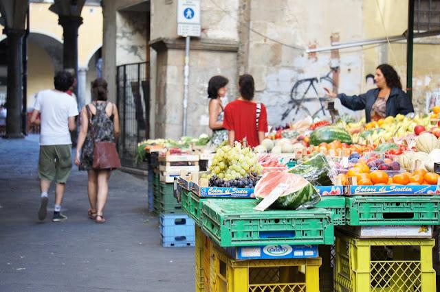pisa street market
