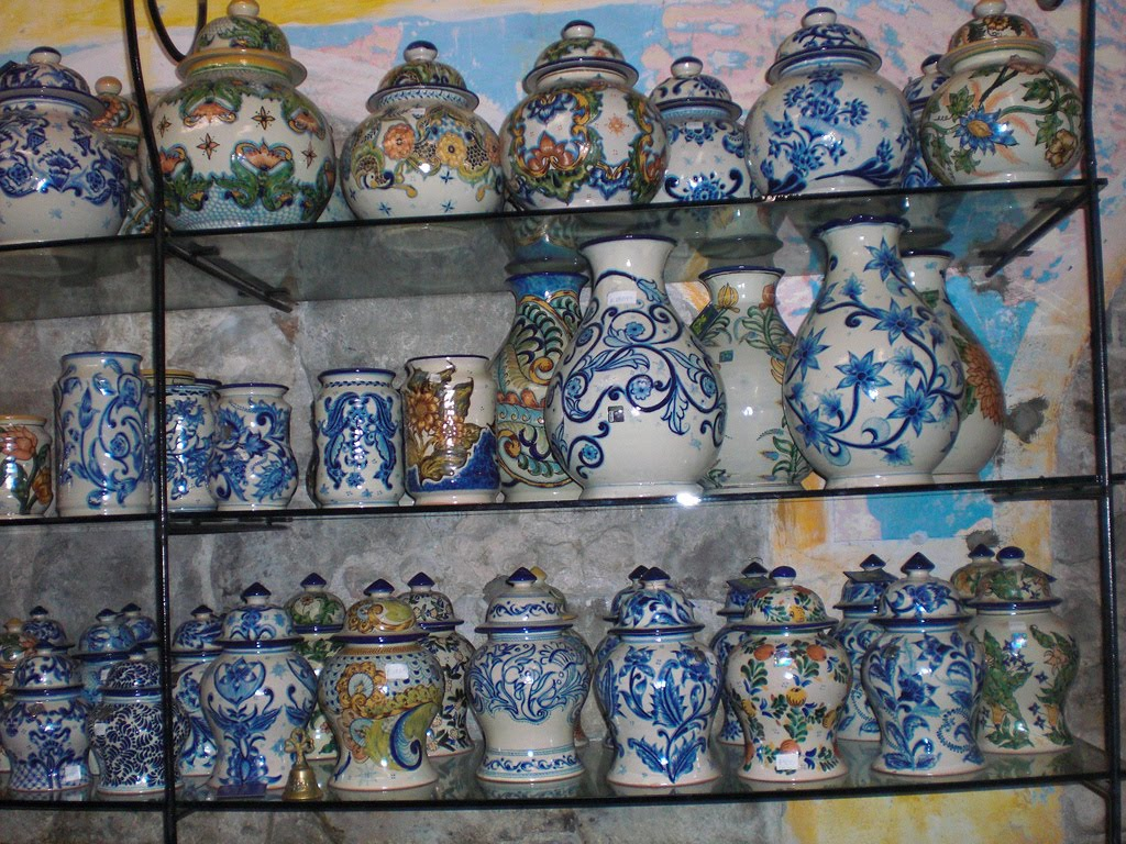 Talavera de la reina pottery for Muebles en talavera dela reina