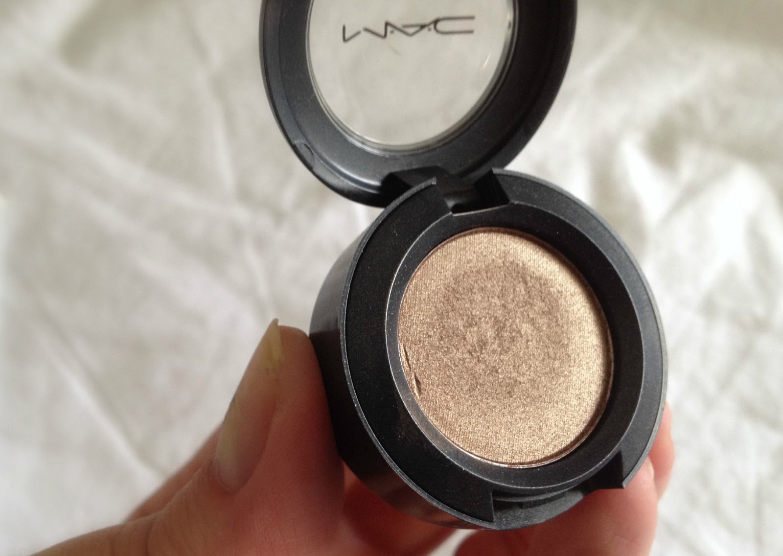MAC Woodwinked Veluxe Pearl eye shadow