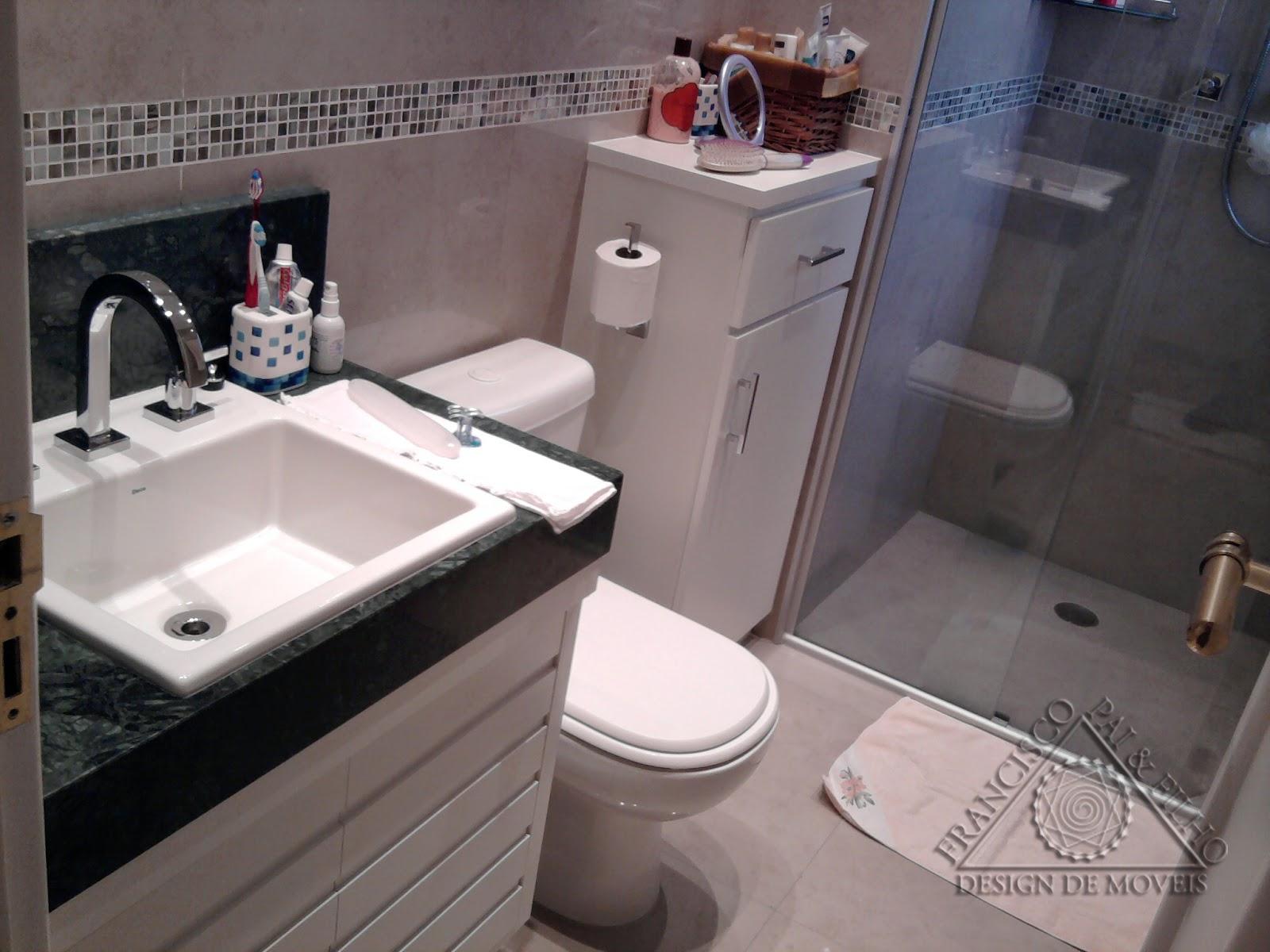 Francisco Pai & Filho: Gabinete de Banheiro com Portas Frisadas e  #4F5C75 1600 1200