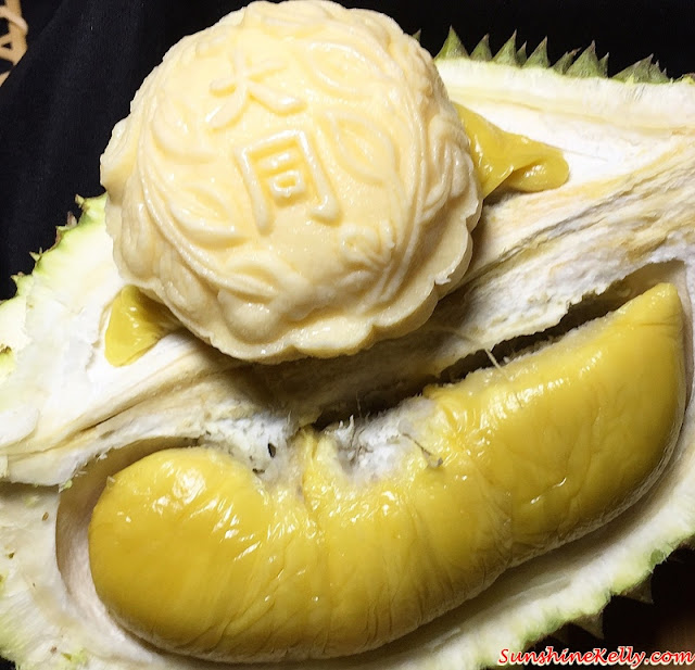 imperial musang king royale durian mooncake, musang king durian mooncake, Tai Thong Mooncakes, Mid-Autumn Menu 2015, tai thong, tai thong malaysia, fruits mooncakes