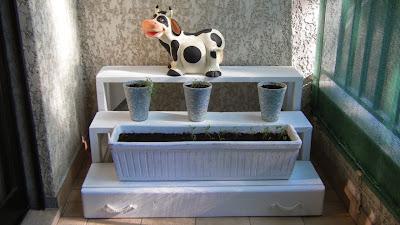 Gavetão instalado no suporte das floreiras