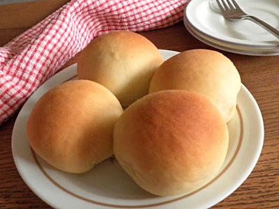 Yeast Rolls Recipe @ http://treatntrick.blogspot.com