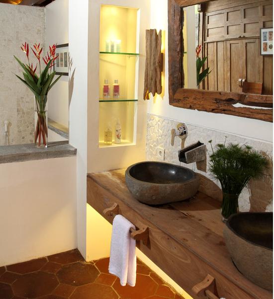 decoracao lavabo rustico : decoracao lavabo rustico:Um estilo praia bem rústico e bonito, com a moldura do espelho em
