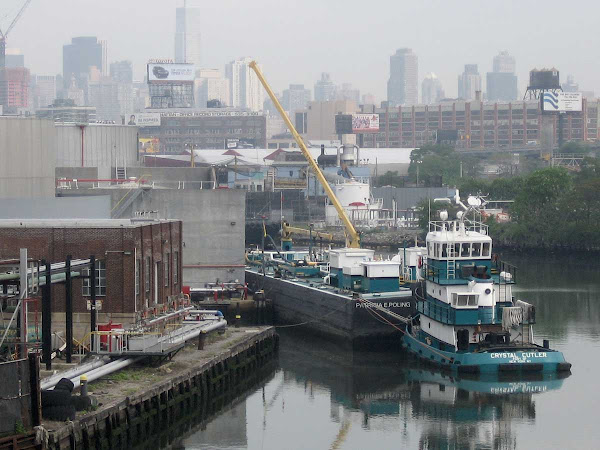 Newtown Creek Tug - And color coordinated barge, from the Greenpoint Ave. bridge.