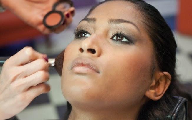 Qual a melhor escolha de blush para peles negras?