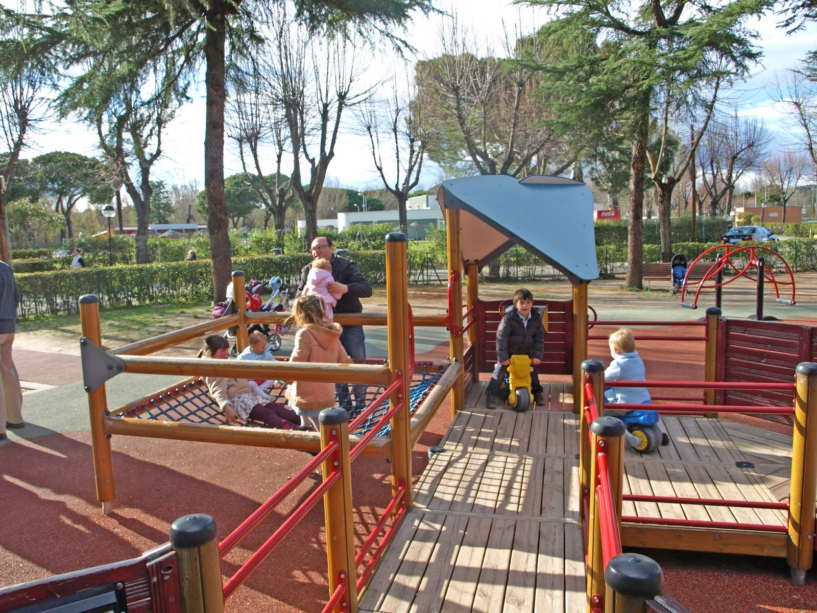 quien ha investigado sobre parques infantiles accesibles