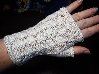 вязаные ажурные перчатки