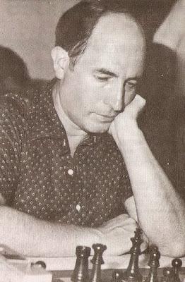 Josep Paredes Prats jugando partidas de ajedrez rápidas en 1983
