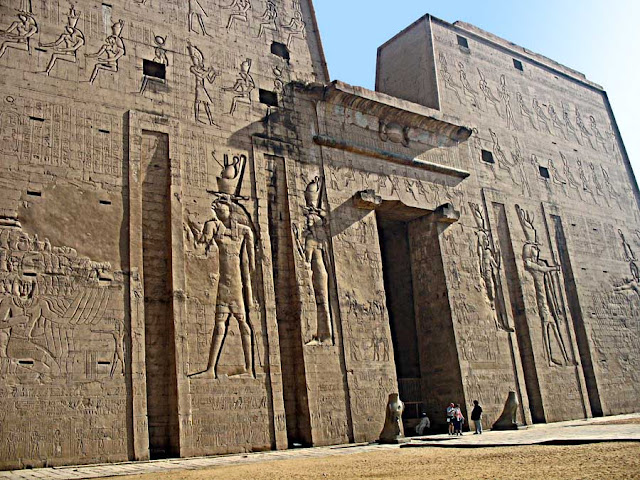 ancient edfu art on temple walls