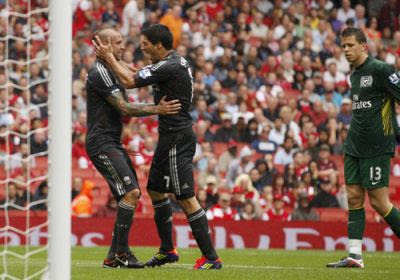Luis Suarez celebrates with Raul Meireles after scoring Liverpool's second goal