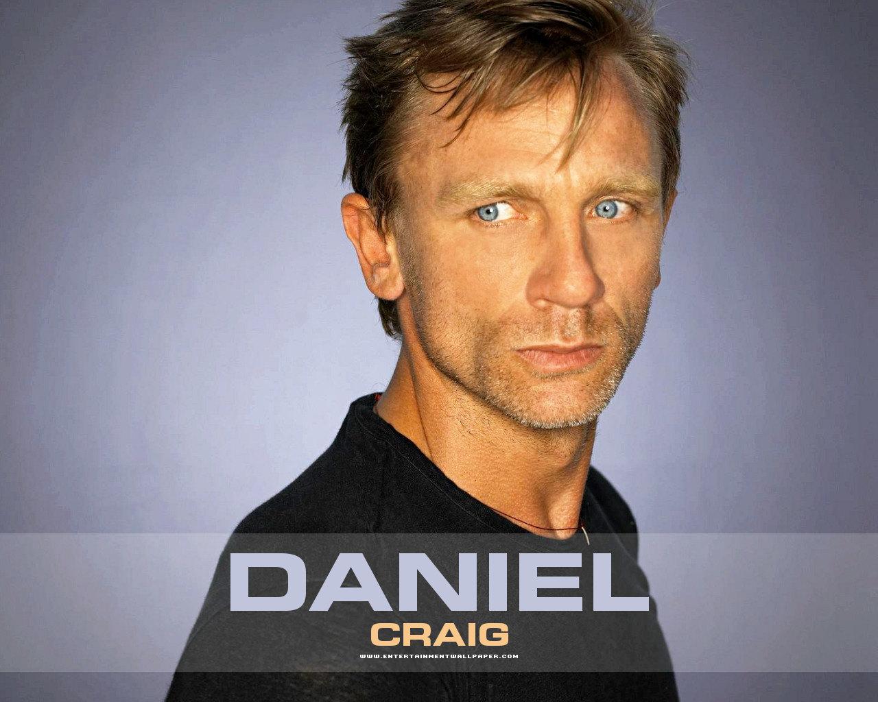 http://2.bp.blogspot.com/-gqbNUE7IbAM/TvvmQKBw_UI/AAAAAAAAHjg/osRi0I8HC3U/s1600/Foto-Foto-Daniel-Craig-33.jpg