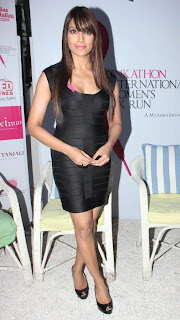 Bipasha lookign hot in Pinkathon's Breast Cancer Awareness campaign