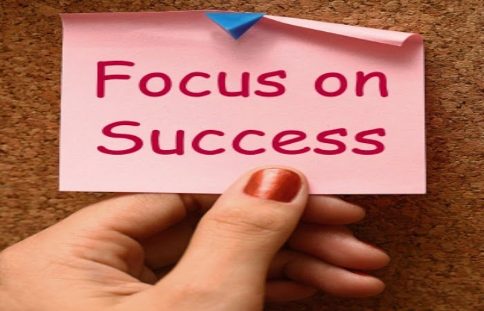 Obraz: Sukces zależy od Ciebie. Spójrz w lustro i odpowiedz na pytanie, czy umiesz się sprzedać?