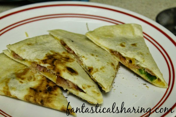 Bacon Jack & Jalapeno Quesadillas | Jalapeno and bacon pair with cheese to bring a jalapeno popper-esque flavor combo to this quesadilla recipe! #bacon #quesadilla #recipe