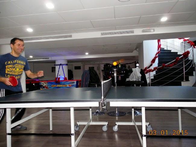 ping-pong la Club Q