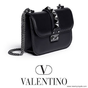 Crown Princess Victoria Style VALENTİNO Chain Shoulder Bag