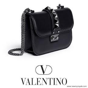 Crown Princess Victoria Style VALENTİNO Chain Shoulder Bag