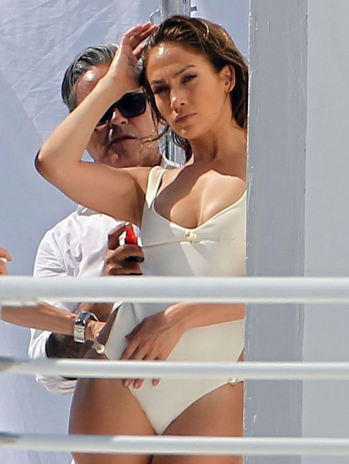 http://2.bp.blogspot.com/-gr54i-Aa-WQ/TyaztsZA4II/AAAAAAAAXTU/mLep0uqqjDY/s1600/Jennifer-Lopez+(1).jpg