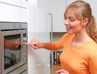 dica-remover-maus-cheiros-microondas