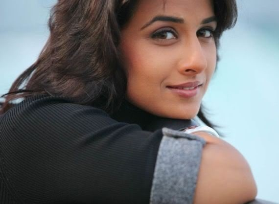 The Dirty Picture Actress Vidya Balan Latest Cute Photos navel show