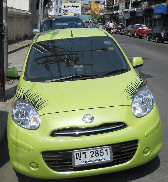дамский автомобиль с ресничками
