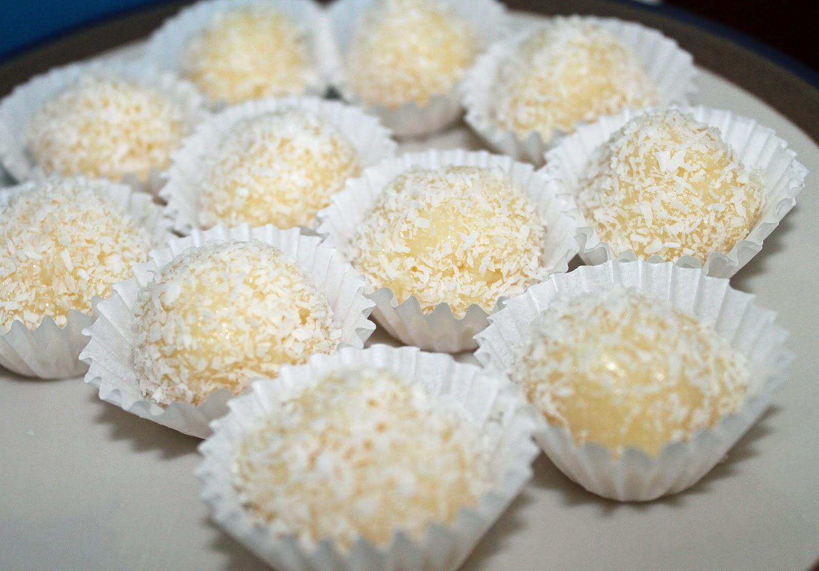 Sweetmoon: Brigadeiros de coco!!